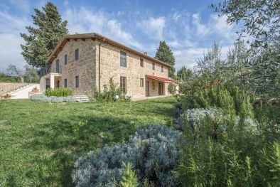 PRESTIOUS FARMHOUSE WITH OLIVE GROVE FOR SALE IN CERTALDO