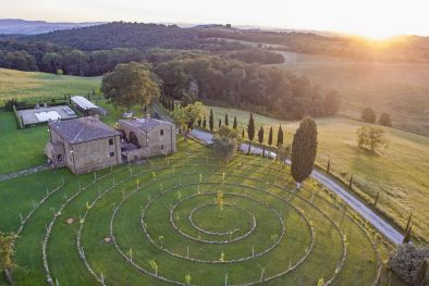 LUXURY VILLA WITH VINEYARD FOR SALE IN PIENZA, TUSCANY