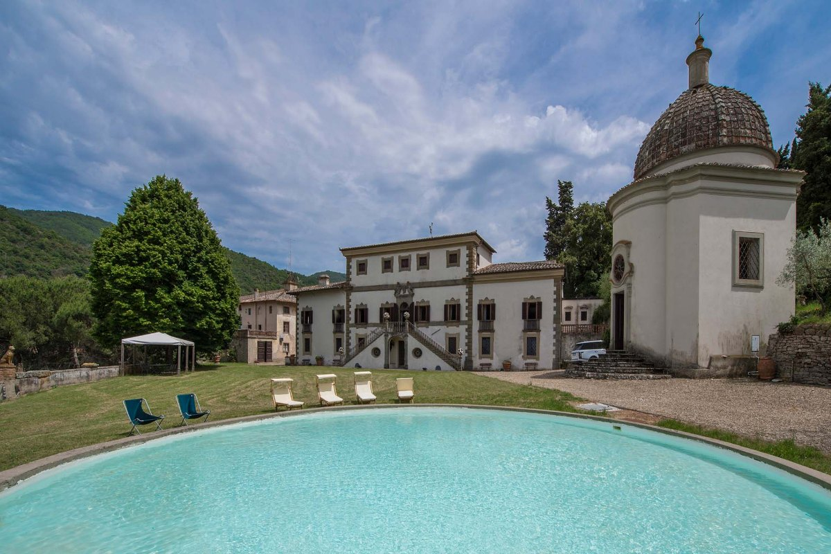 FRESCOED LUXURY VILLA FOR SALE, FLORENCE, TUSCANY
