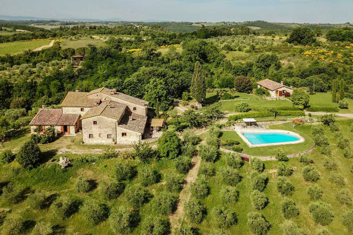 COUNTRYSIDE VILLA FOR SALE IN CHIANTI, TUSCANY
