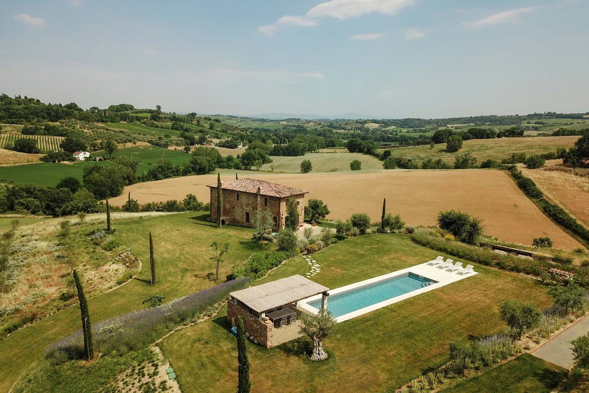 LUXURY VILLA FOR SALE IN MONTEPULCIANO