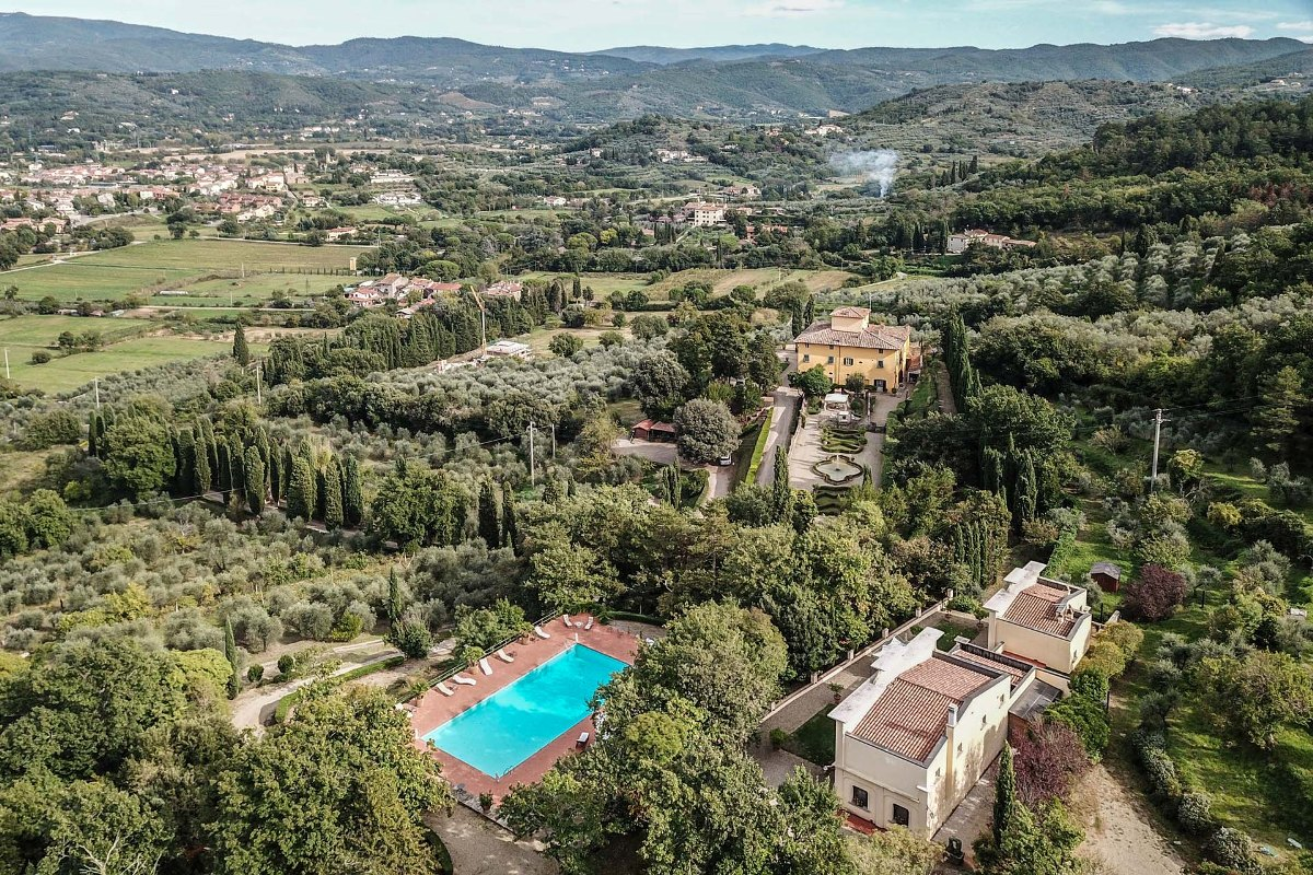MANOR VILLA WITH PANORAMIC VIEW FOR SALE IN TUSCANY