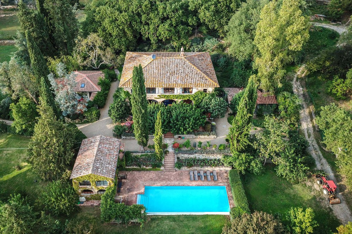 STUNNING FARMHOUSE FOR SALE IN TUSCANY