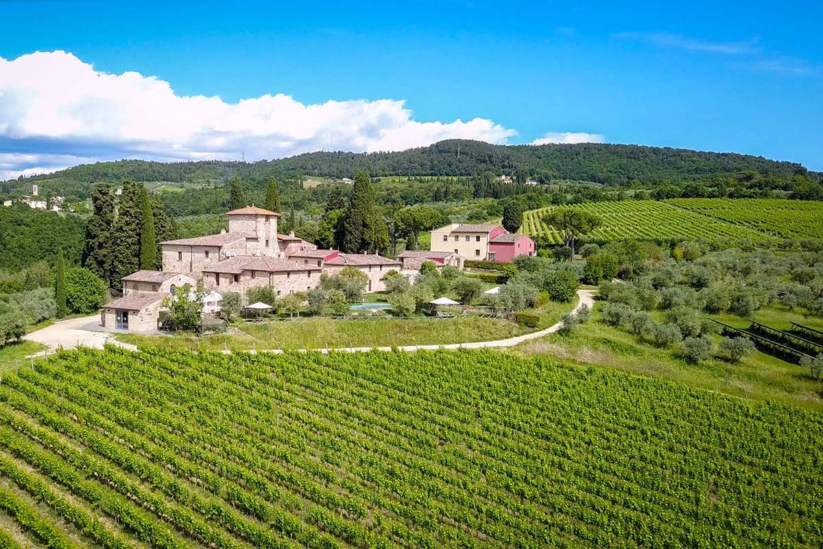 COUNTRYSIDE MANOR FOR SALE IN CHIANTI CLASSICO, TUSCANY