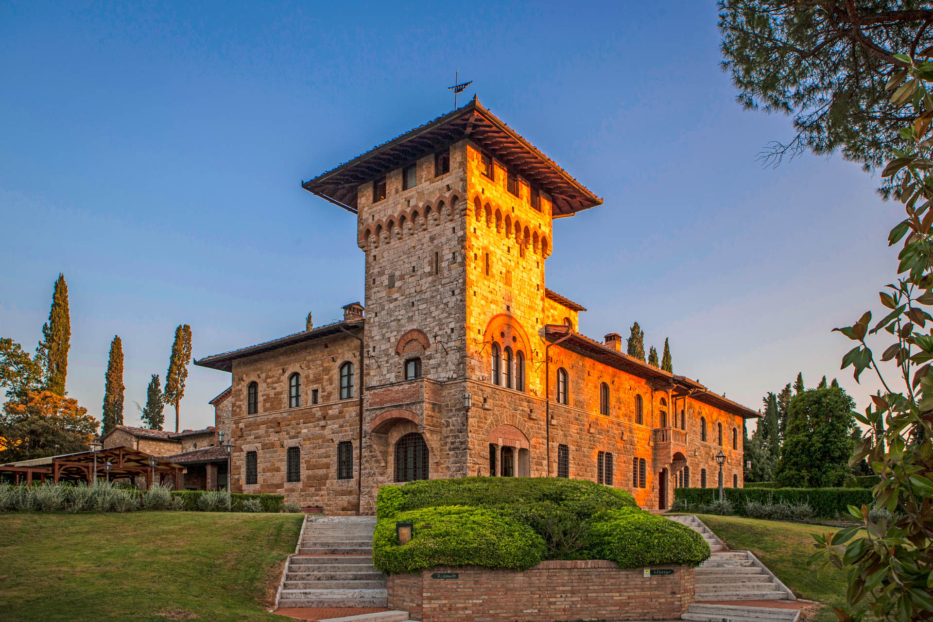 LUXURY VILLA FOR SALE IN SAN GIMIGNANO, VAL D'ELSA