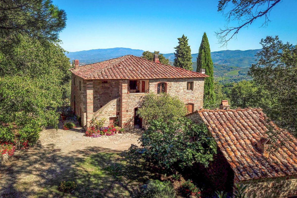 LUXURY VILLA FOR SALE IN AREZZO, TUSCANY